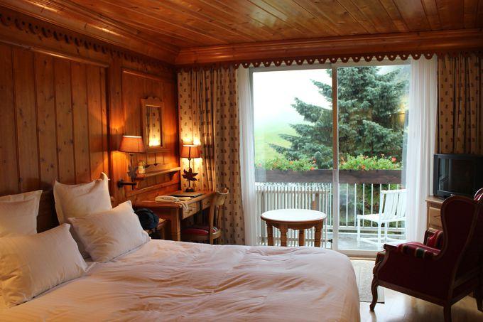 ゲレンデに面したシャレー風の客室。