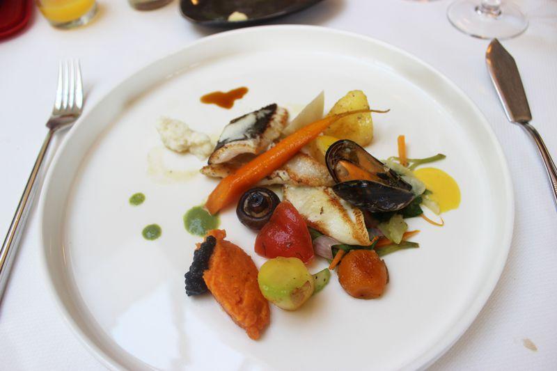 ベルギー流自然派レストラン!アール・デコの美しい「ホステルリ・ディスパ」