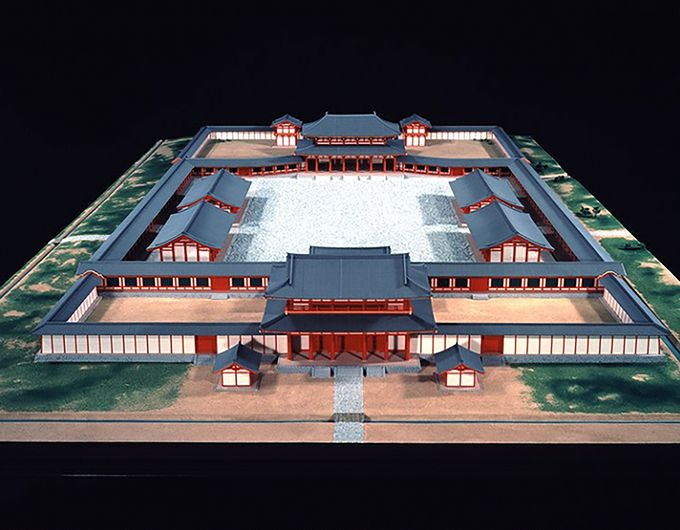 大宰府政庁跡の歴史が学べる「大宰府展示館」。