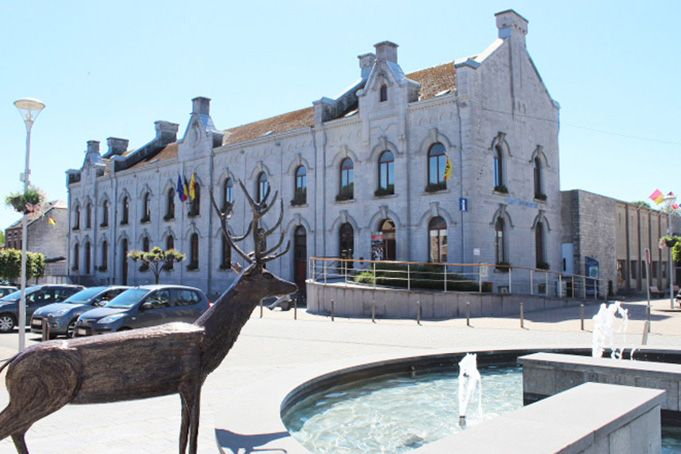 大鹿が水を飲みに来る清らかな泉、セルフォンテーヌ