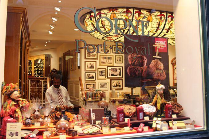 有名ショコラティエの他、人気ブランド「Delvaux」のバッグが現地価格!