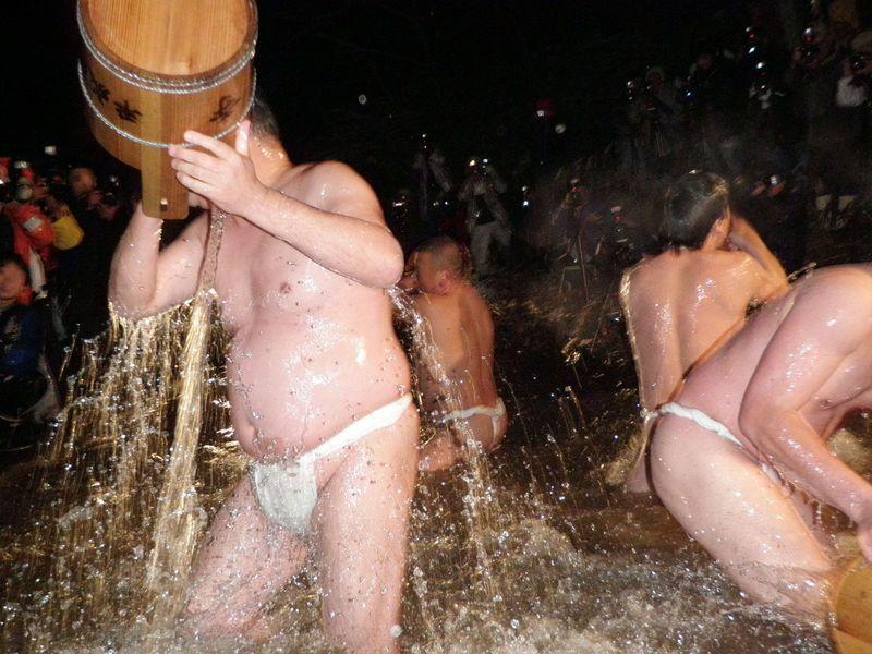 岩手のパワースポット!奥州市黒石寺の奇祭「蘇民祭」をトコトン楽しむ!