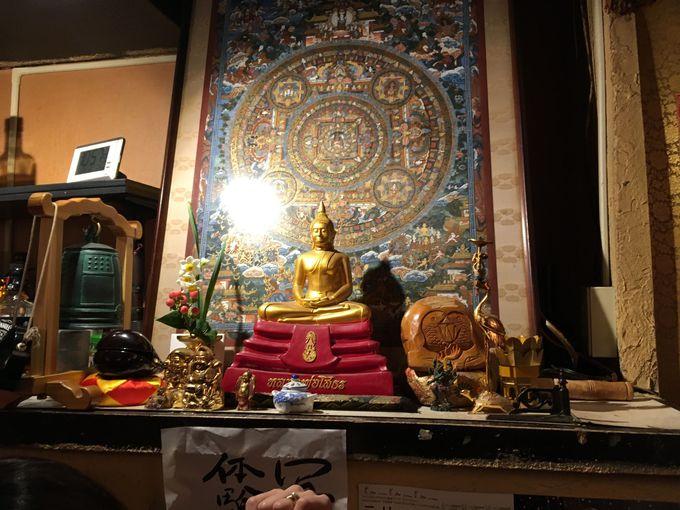店内に広がる仏教空間