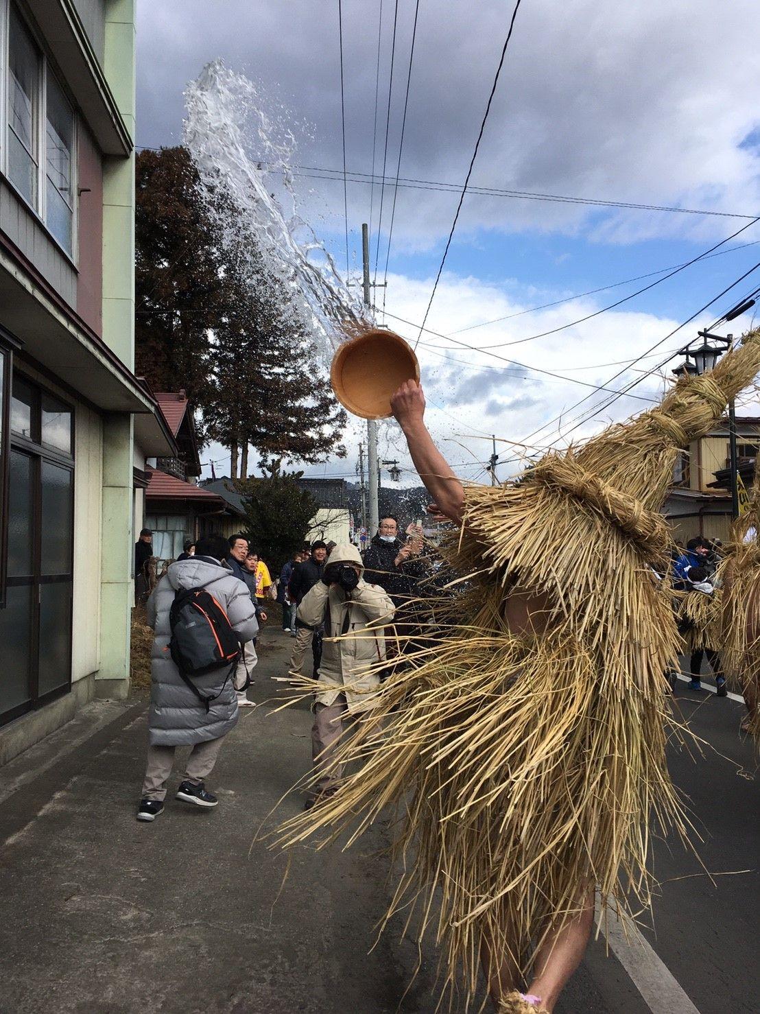 街道沿いを縦横無尽に水をかぶせる!