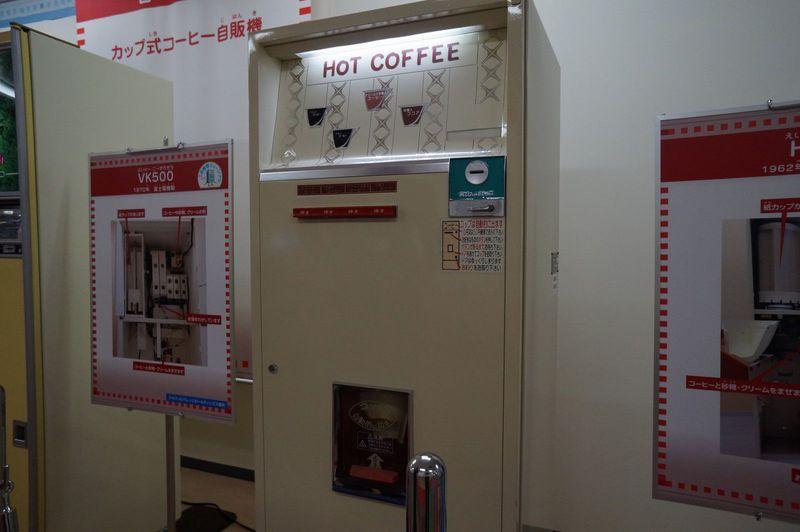 カップのコーヒー自販機で技術の進歩とその時代を見る!
