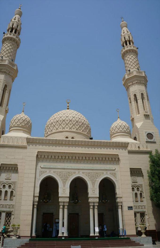 イスラム教への理解を深める 幾何学模様が美しいジュメイラモスク
