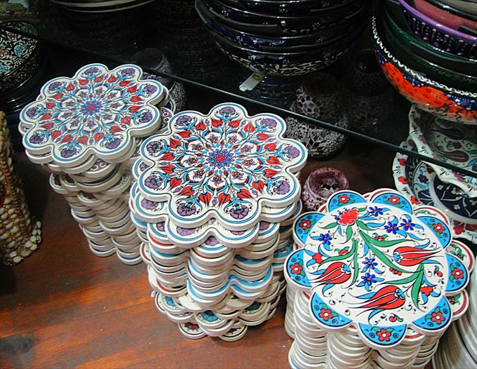 鮮やかな伝統模様が美しい鍋敷き