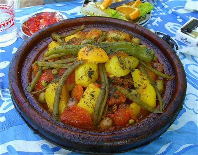 野菜たっぷり!ヘルシーな家庭料理、タジン
