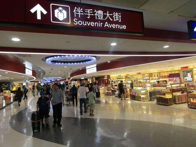 ターミナル2の隠れた人気スポット、2階のオープンカフェとフリースペース
