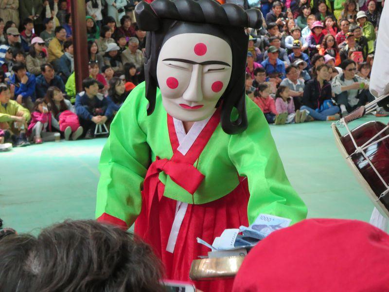 韓国・安東河回村の仮面劇はキモカワイイ?