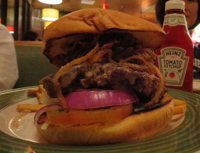 シェアして食べよう、アップルビーズ「カウボーイバーガー」