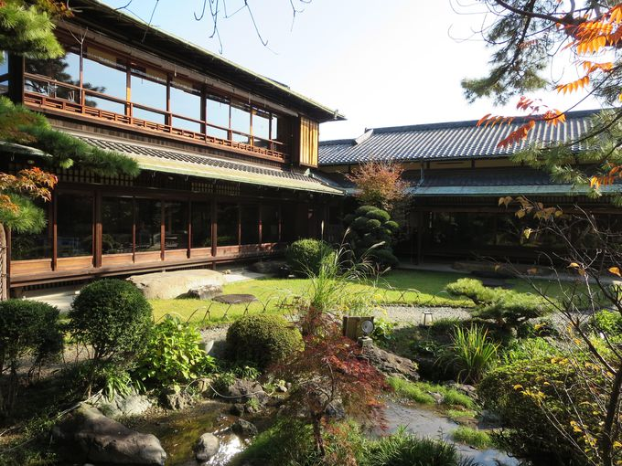 回遊式日本庭園を持つ「五風荘」は一見の価値あり