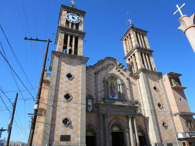 何はともあれ、信仰の中心「グアダルーペ聖母大聖堂」へ