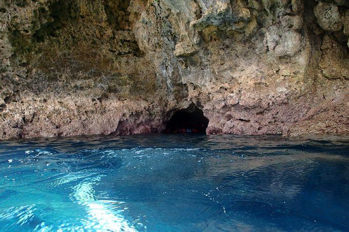 ダイブしたくなる幻想的な青の世界・真栄田岬「青の洞窟」