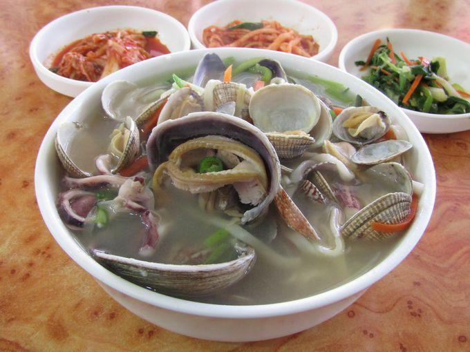 済扶島名物といえば海鮮料理、それも海鮮カルグクス