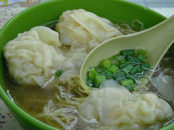 何はともあれ「雲呑麺(ワンタンミン)」は必食!