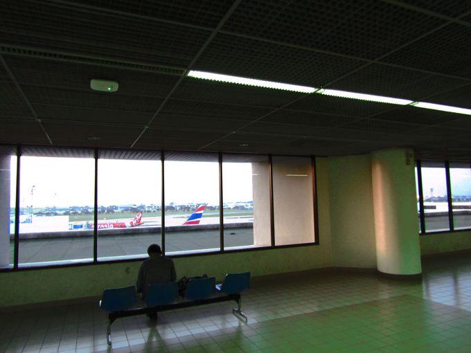 飛行機を見ながら夢を見る?くつろぎ空間「オブザベーションデッキ」