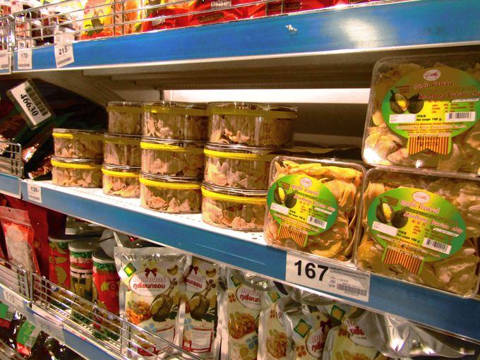 スーパーマーケットの棚を覆い尽くすドリアンチップス!