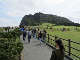頂上を目指せ!韓国・済州島の「城山日出峰」は絶景かな〜