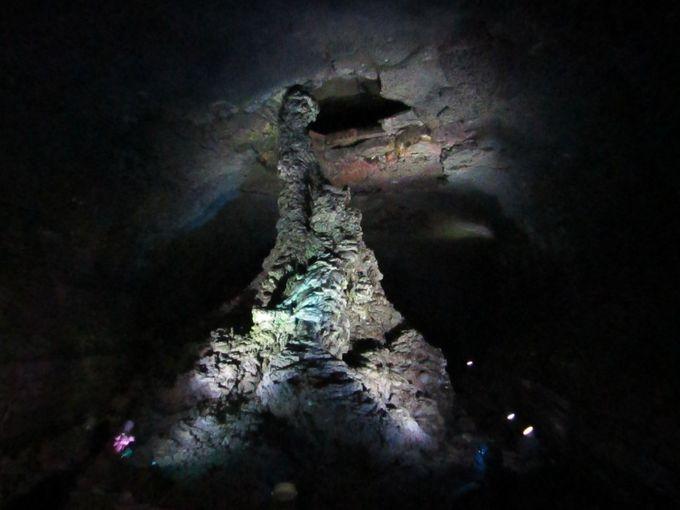 溶岩がつくり出した地下宮殿?「万丈窟」