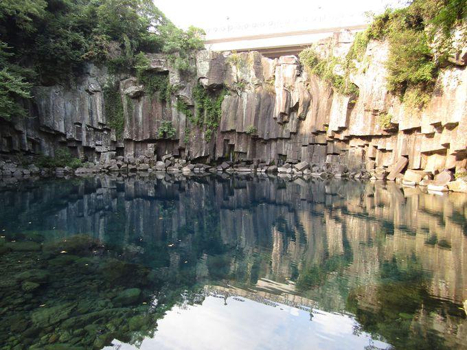 3段の滝からなる「天帝淵瀑布」、まずは第一の滝から