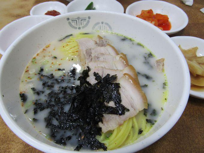 豚肉たっぷり!「コギグクス」は済州島麺料理の定番