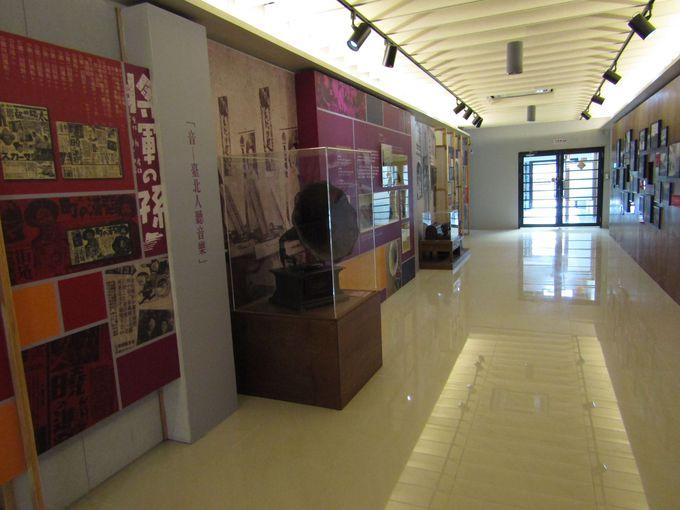 本堂の台座も「台北市文献委員会」としてオープン