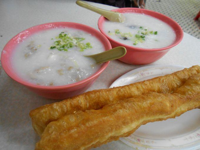 日本のお粥の概念が吹っ飛ぶ!「皮蛋牛肉粥」と「油條」