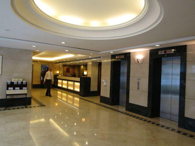 シンプルかつ機能的、実用重視のホテル空間