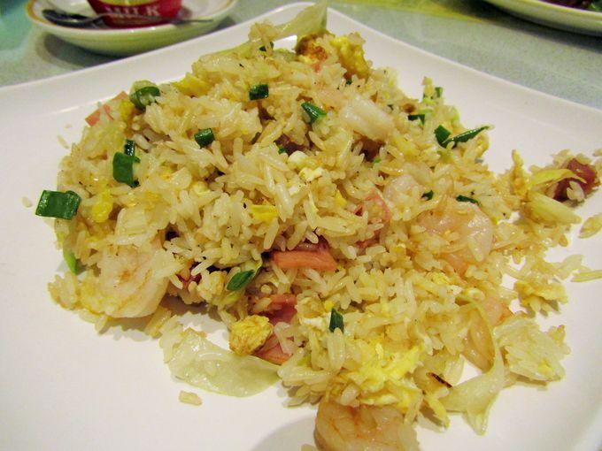 パラパラ感が半端ない!焼き飯の定番「揚州炒飯」