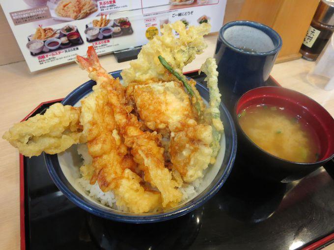 海のお宝が天ぷらになって勢ぞろい「海宝天丼」