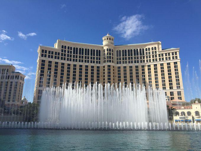高級リゾートホテル「ベラージオ」の噴水ショー