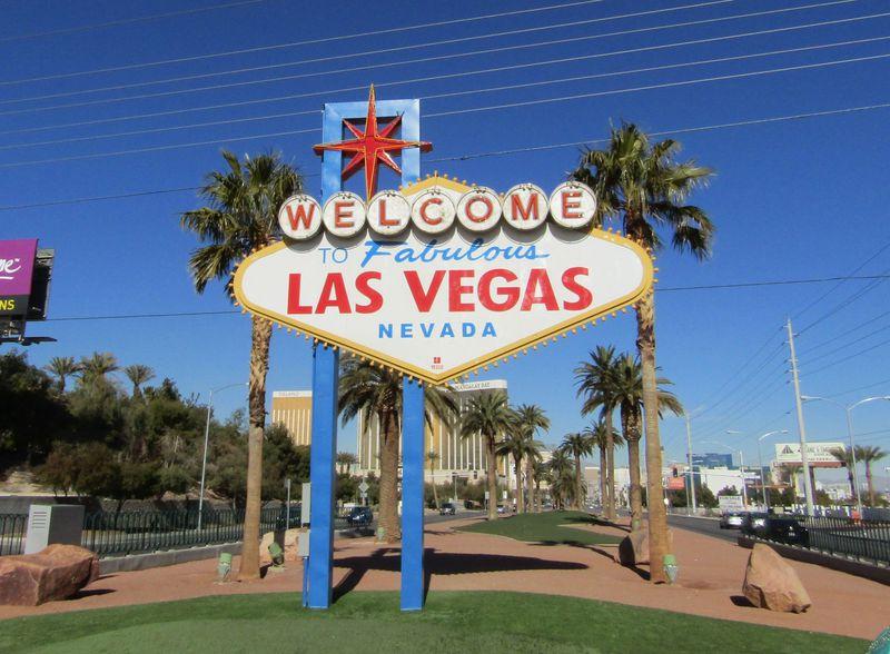 ラスベガスに来たことを実感させる「ラスベガスサイン」