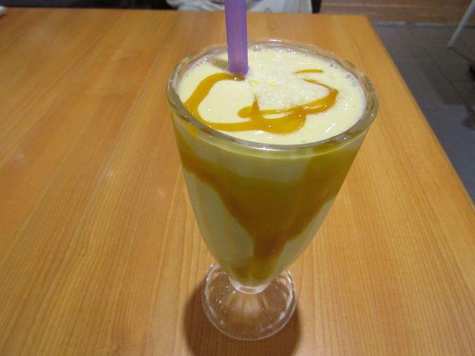 芳醇マンゴーに濃厚ミルクがうれしい「マンゴーミルクスムージー」