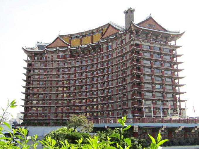 釜山港を見おろす高台に建つ威風堂々のコモドホテル