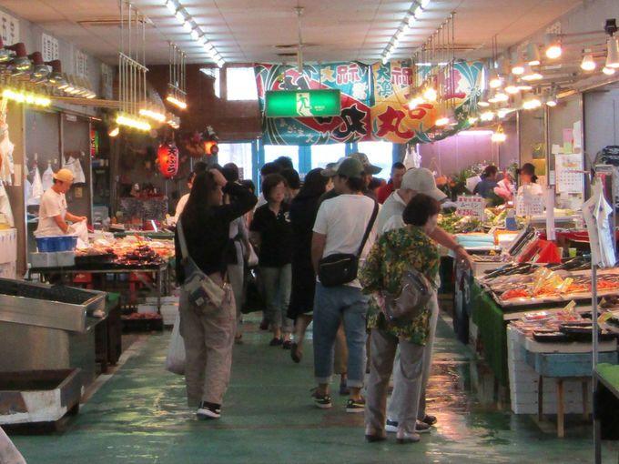 とれとれピチピチ!水揚げされた海鮮がその場で買える、食べられる「青空市場」