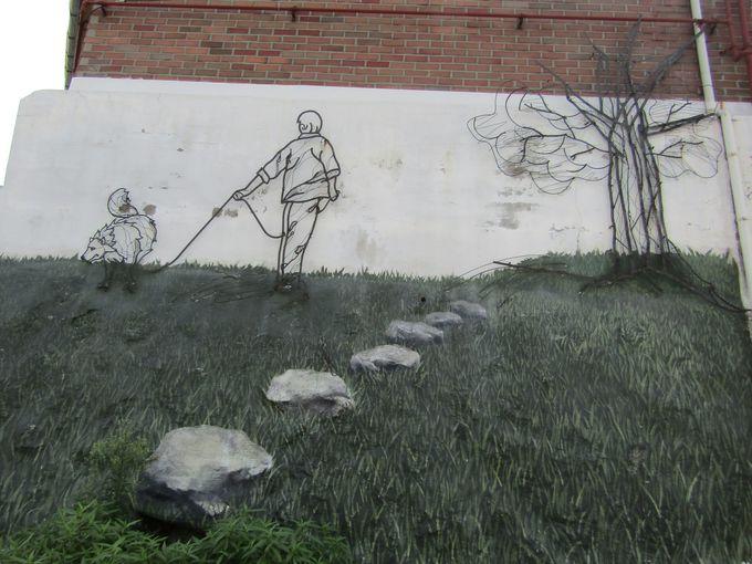 民家の彩りあざやかな壁画、道端のオブジェ「梨花洞壁画村」は路上美術館!
