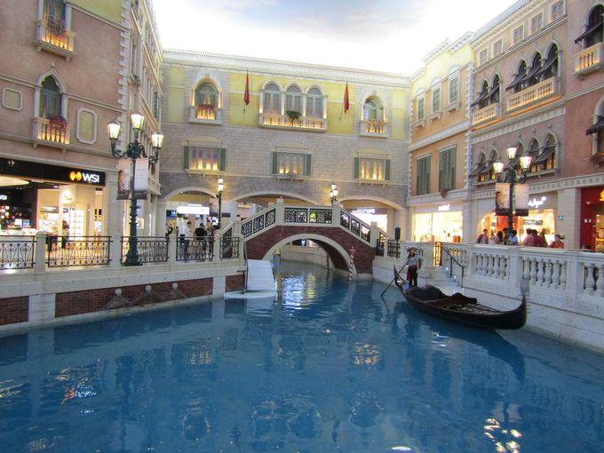 日常的に繰り広げられるパフォーマンス「ヴェネチアン・マカオ・リゾート」