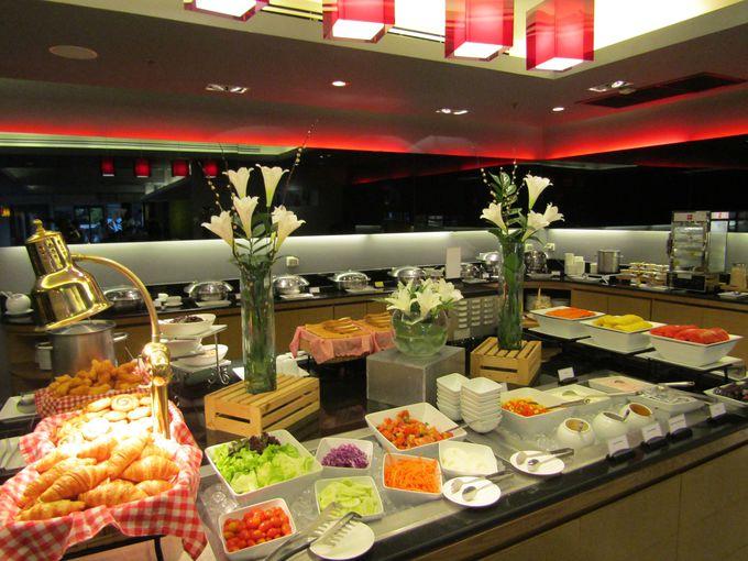 超人気!無料朝食ビュッフェは早朝からオープン