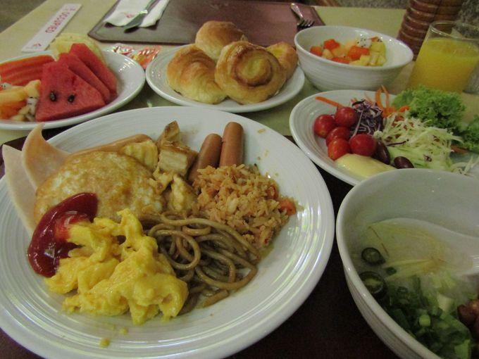インターナショナルな朝食ビュッフェ!