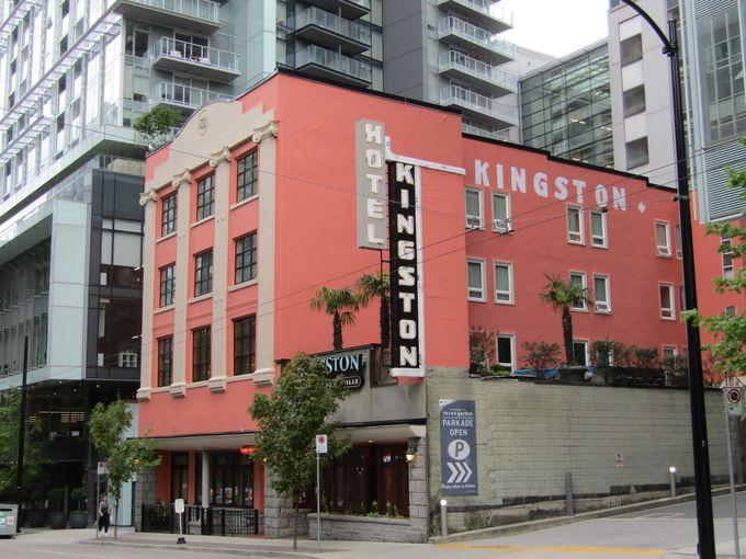 ダウンタウンに位置するプチホテル「キングストンホテル」