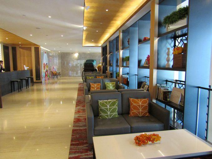 香港の下町に建つ「アイランド パシフィック ホテル」