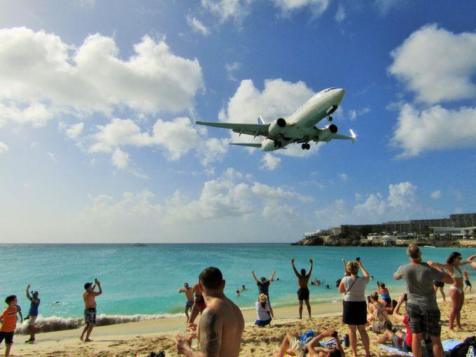 セント・マーチン島名物?大音量で頭上をかすめる航空機!