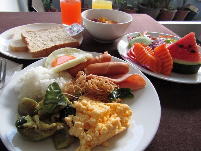 シンプルではあるが、十分な無料朝食ビュッフェ