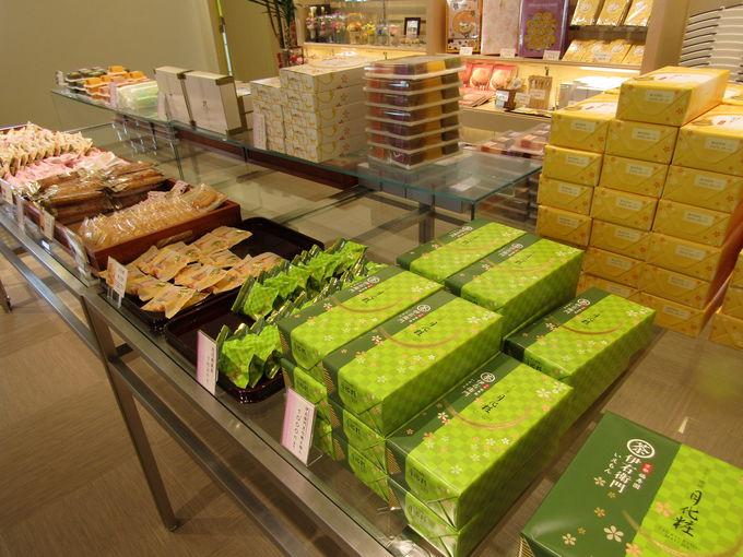 定番の和菓子から洋菓子まで、品ぞろえ充実の併設ショップ