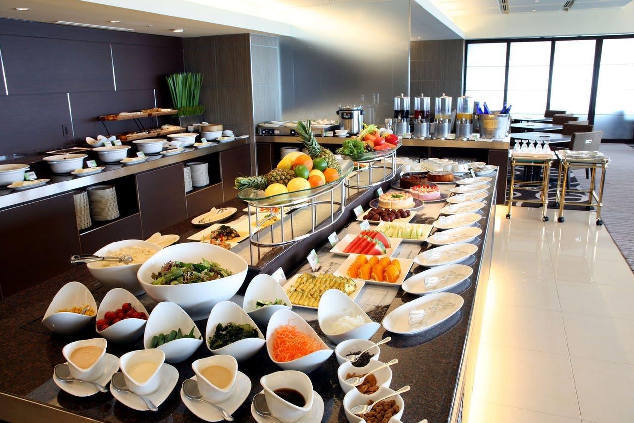 高層階からの眺望つき朝食ビュッフェ