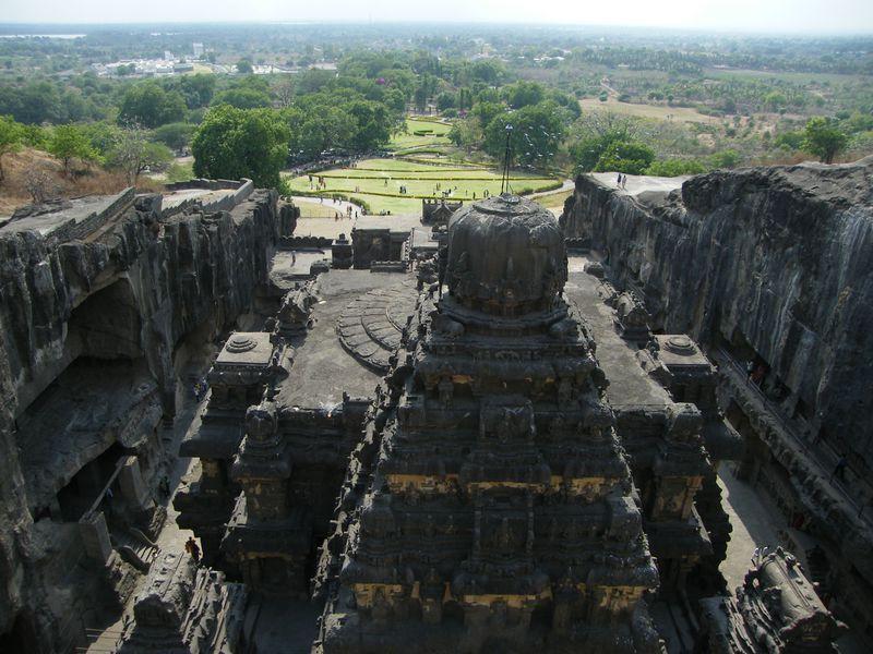 インドの世界遺産「エローラ石窟群」。その岩の大伽藍に圧倒される