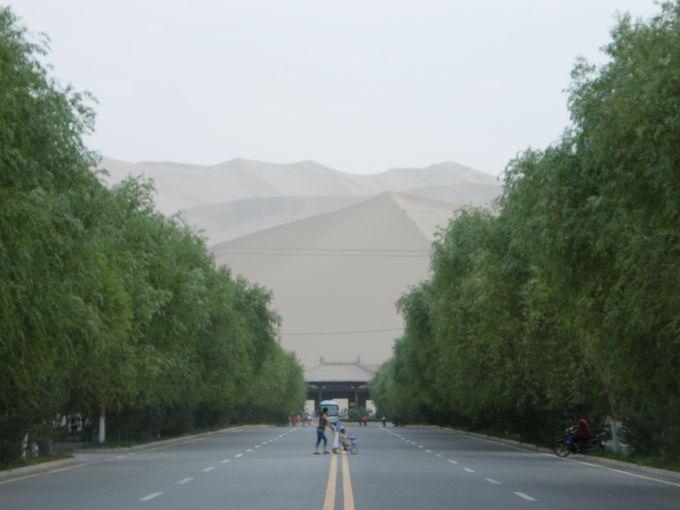まさにオアシス都市!砂漠の中の文明都市