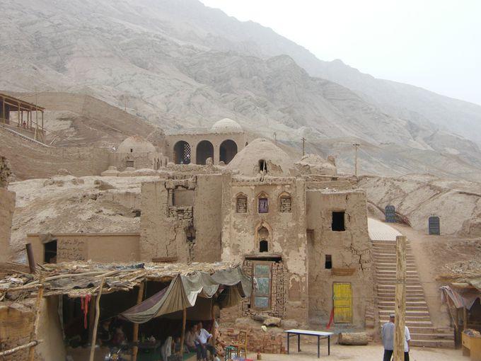 今も伝統に生きるウイグル人の村「吐峪溝」へ