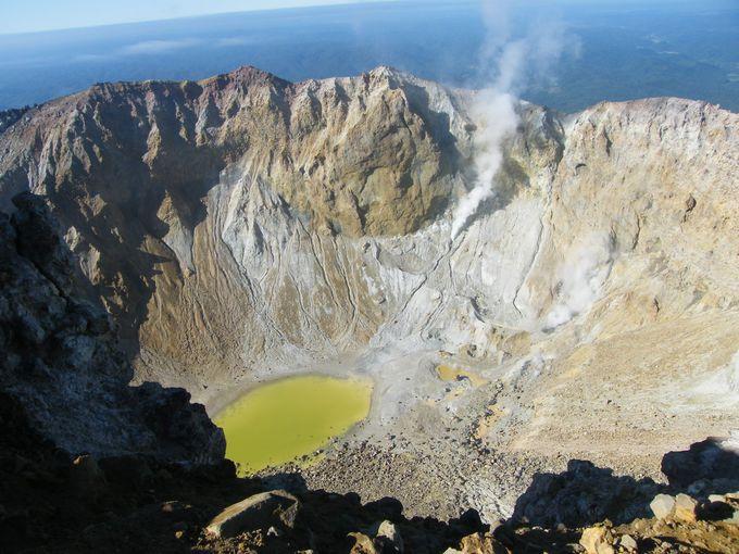 まさに活火山!大地の脈動を感じる雌阿寒岳